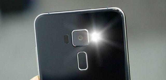 Đèn Flash cũng có thể được dùng để phát hiện Camera ẩn